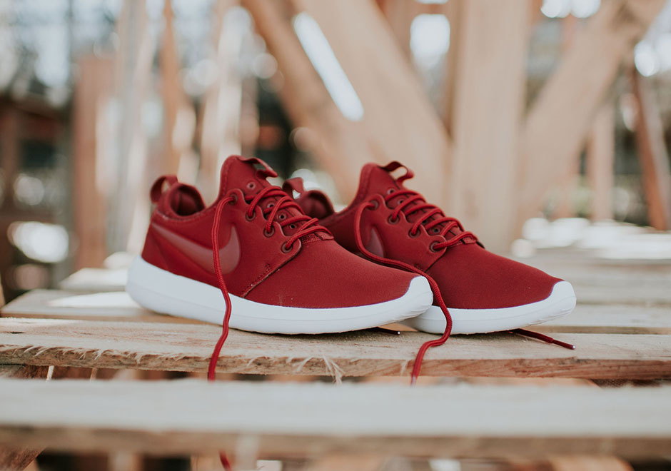 finest selection 0cfe4 90d17 Nike Roshe Two Dark Cayenne Women s 844931-601   SneakerNews.com