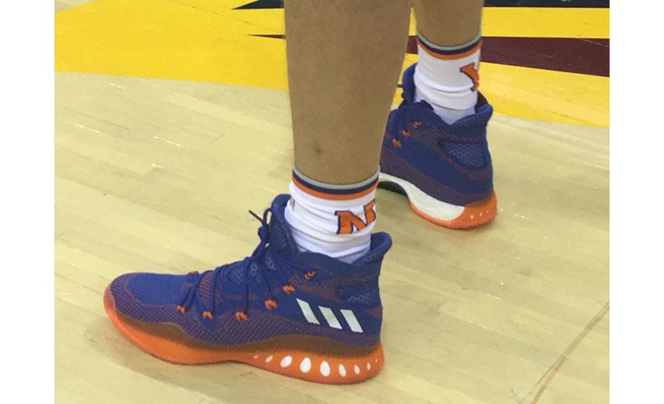 Kristaps porzingis une adidas Basketball