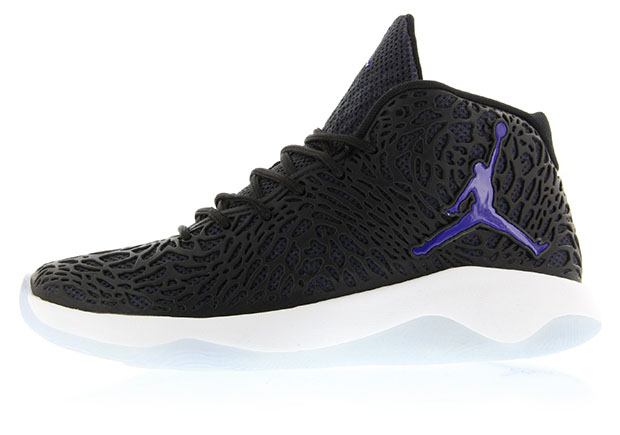 "f05300a6f You knew they d be coming  other ""Space Jam"" themed colorways on Jordan  Brand shoes to coincide with the release of the beloved Air Jordan 11 this  holiday ..."
