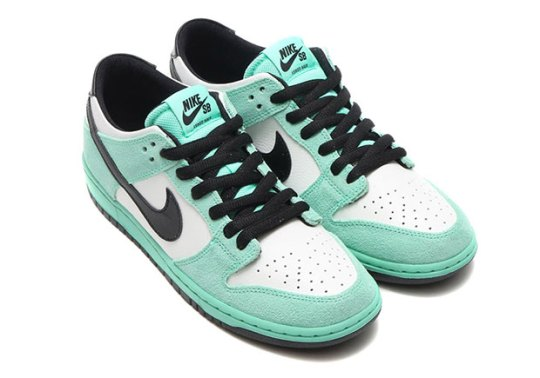 """The """"Sea Crystal"""" Dunk Continues The Retro Movement By Nike SB"""