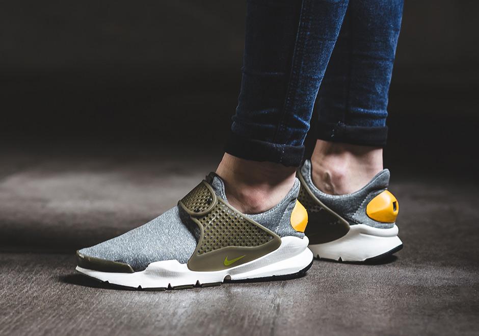 half off 30f0c a0062 Nike WMNS Sock Dart Gold Heel 862412-300 | SneakerNews.com