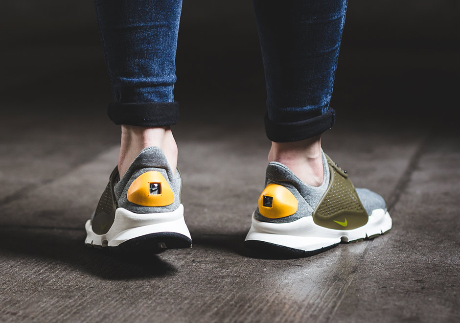 half off 434b8 bb06c Nike WMNS Sock Dart Gold Heel 862412-300 | SneakerNews.com