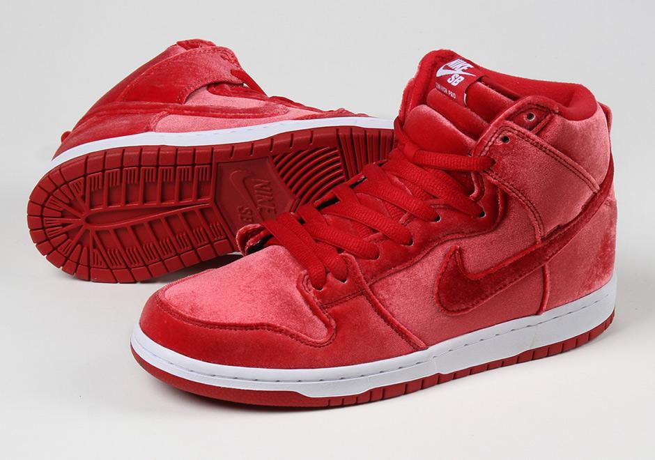 """brand new fa2d5 7935d ... Christmas Nike SB Dunk High """"Red Velvet"""" ..."""