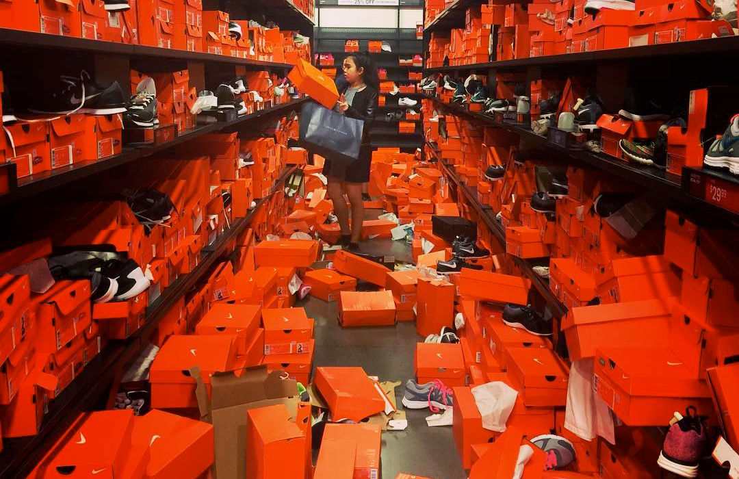 black friday sale destroys seattle nike outlet. Black Bedroom Furniture Sets. Home Design Ideas