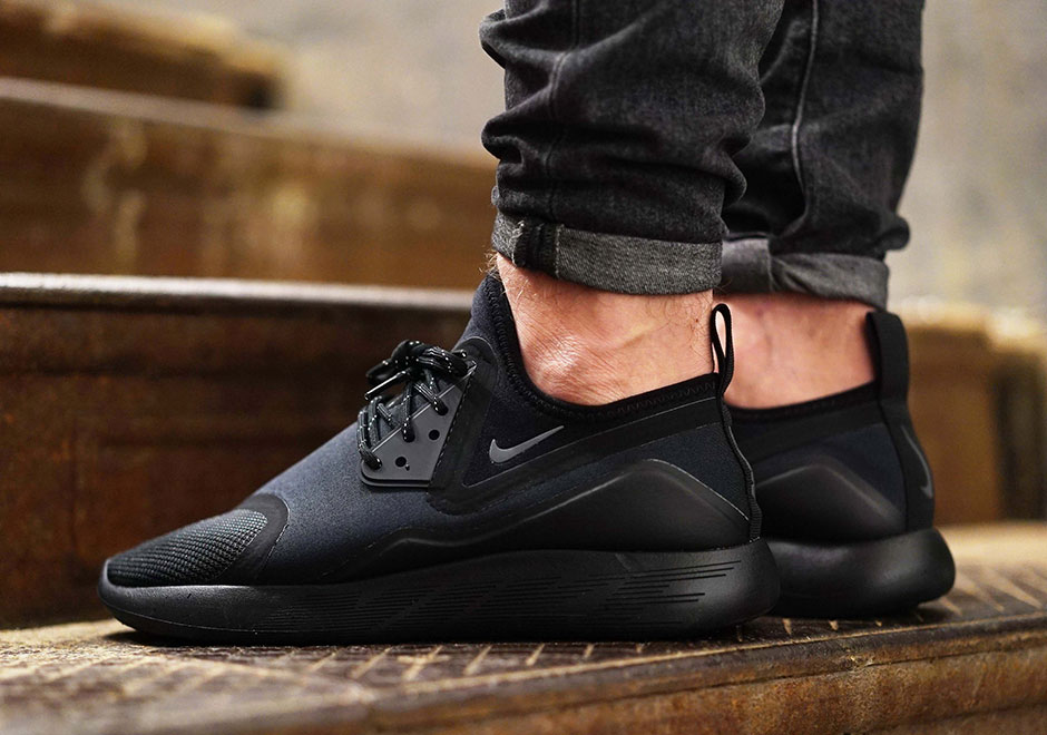 Nike Lunarcharge Triple Black Release Date Sneakernews Com