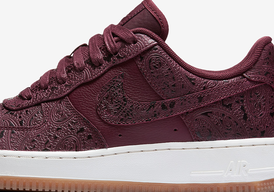 """Nike Sportswear hooks up the ladies with some premium options for the Air  Force 1 Low and Air Huarache with this all-new """"Paisley"""" collection. 7045e131a9"""