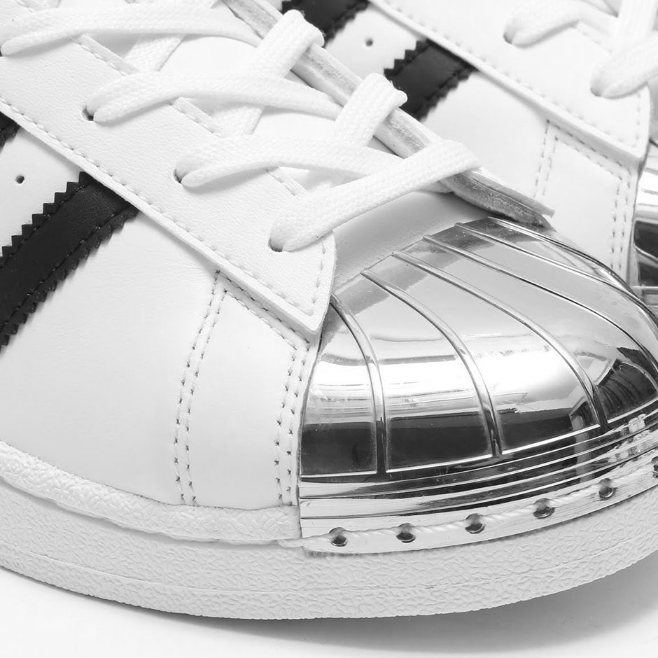 """size 40 05d69 44555 adidas Superstar """"Gold Toe"""". Color  Footwear White Silver Metallic-Core  Black Style Code  BB5114. show comments"""