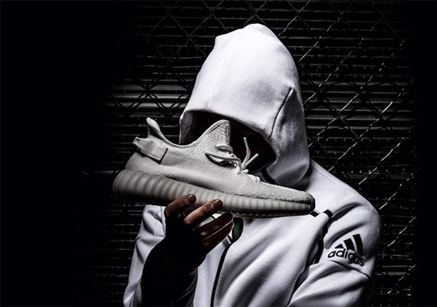 c235ac5411dfe Yeezy Boost 350 V2 Triple White (CP9366) Release Info
