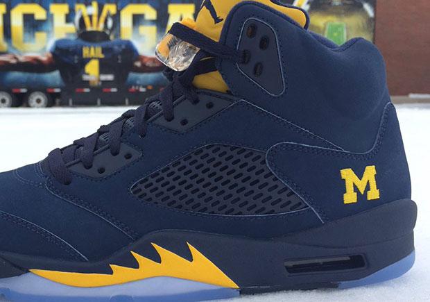 1019eaf85789c Jordan Brand Gets Michigan Ready For Bowl Season With Air Jordan 5 PE