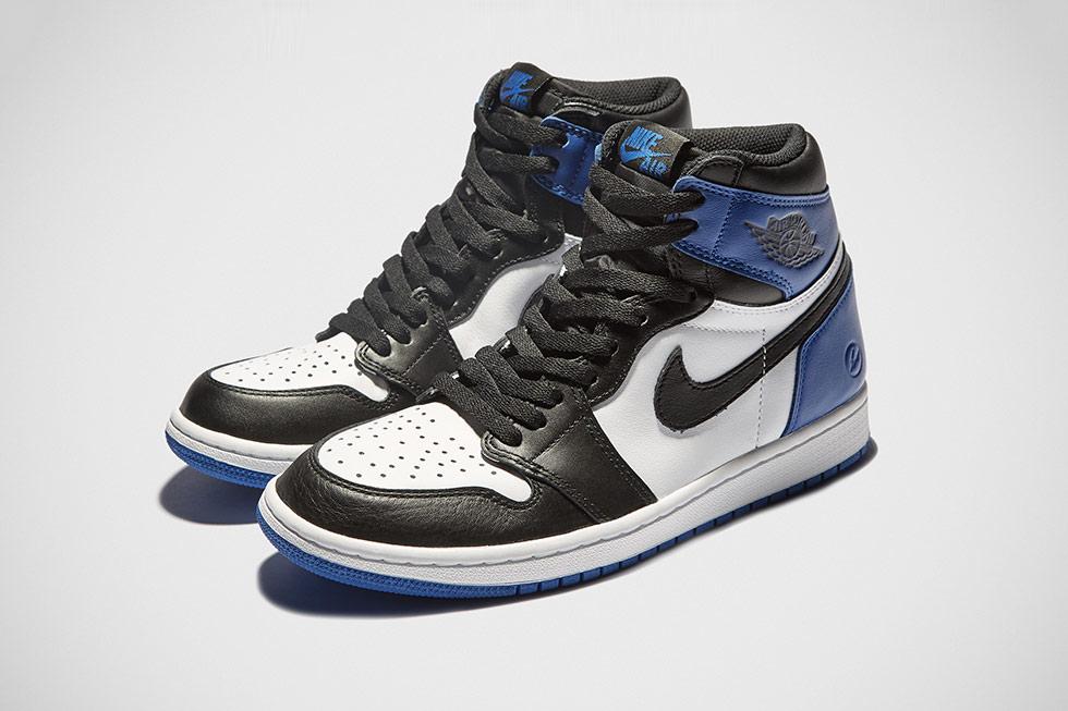 Entire Fragment x Air Jordan 1