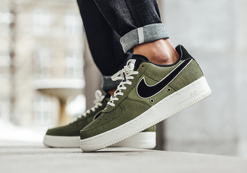 """reputable site 7f09a bbe94 ... Nike Puts """"Palm Green"""" Basketball Leather Uppers On The Air Force 1 ..."""