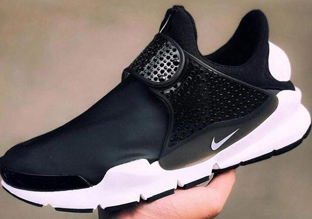 new arrival 848aa 73ba0 Last year the Nike Sock Dart got a cozy tech fleece construction for  winter, and now it looks like the sleek silhouette is getting another  update with foul ...