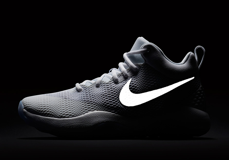 los angeles d06b3 9ff41 Detailed Look At The Nike Zoom Rev Basketball Shoe .
