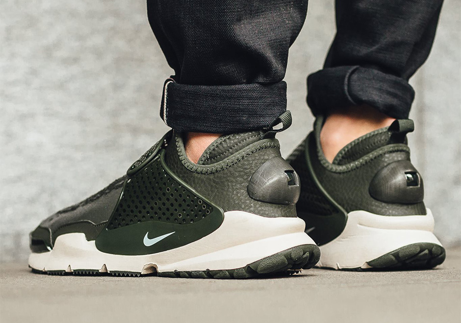 finest selection 197eb 13929 Where To Buy The Stone Island x Nike Sock Dart Mid ...