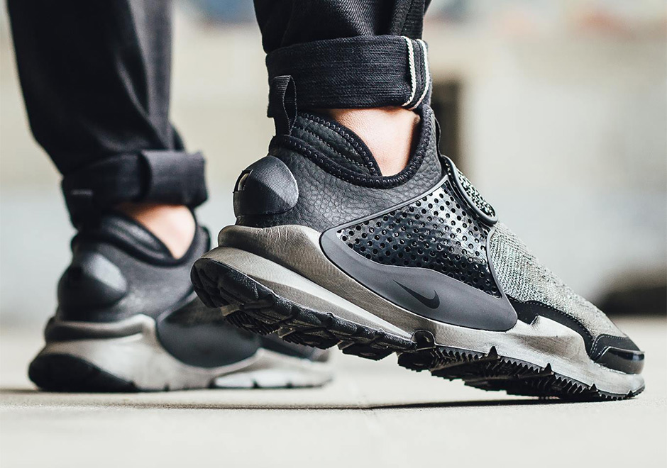 finest selection 8cafe bd4ae Where To Buy The Stone Island x Nike Sock Dart Mid ...