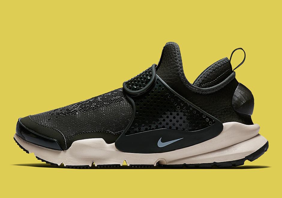 hot sale online 6d9b6 9dfe5 Stone Island Nike Sock Dart 2017 Release Info | SneakerNews.com