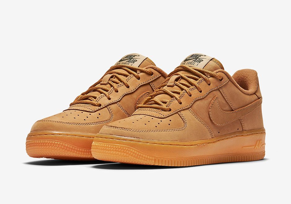 """""""Wheat"""" is back once again on the Nike Air Force 1 Low with this all-new  Flax nubuck colorway for kids. The Air Force 1 features the now-standard """" Wheat"""" ... 5dfb901812"""