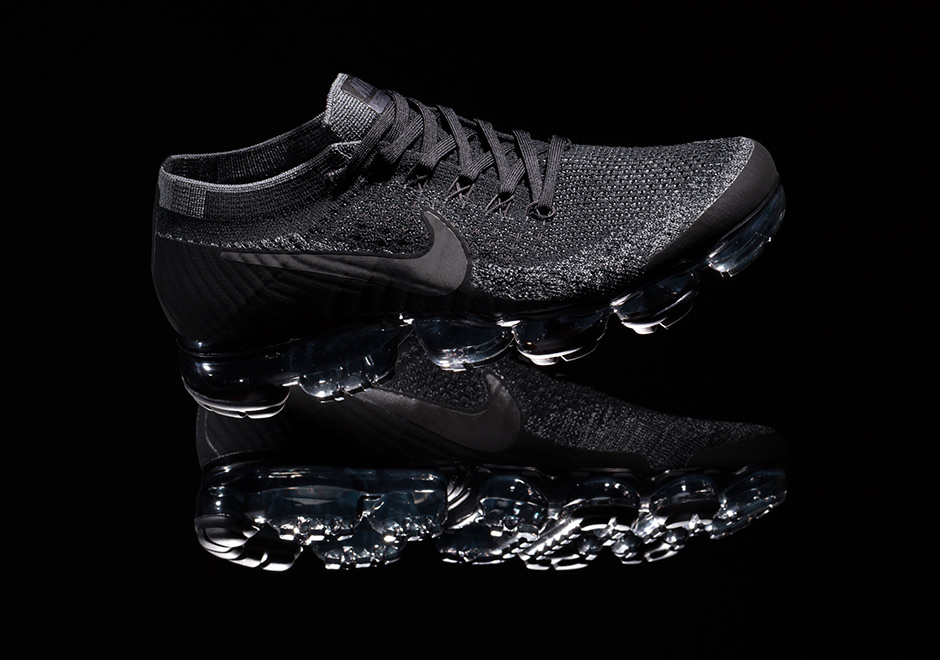 Nike Air VaporMax Flyknit 'Triple Black'