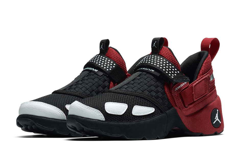 One of the least expected bringbacks from the Jordan Brand retro department  of the year is no doubt the original Trunner. The early-2000s training shoe  that ...