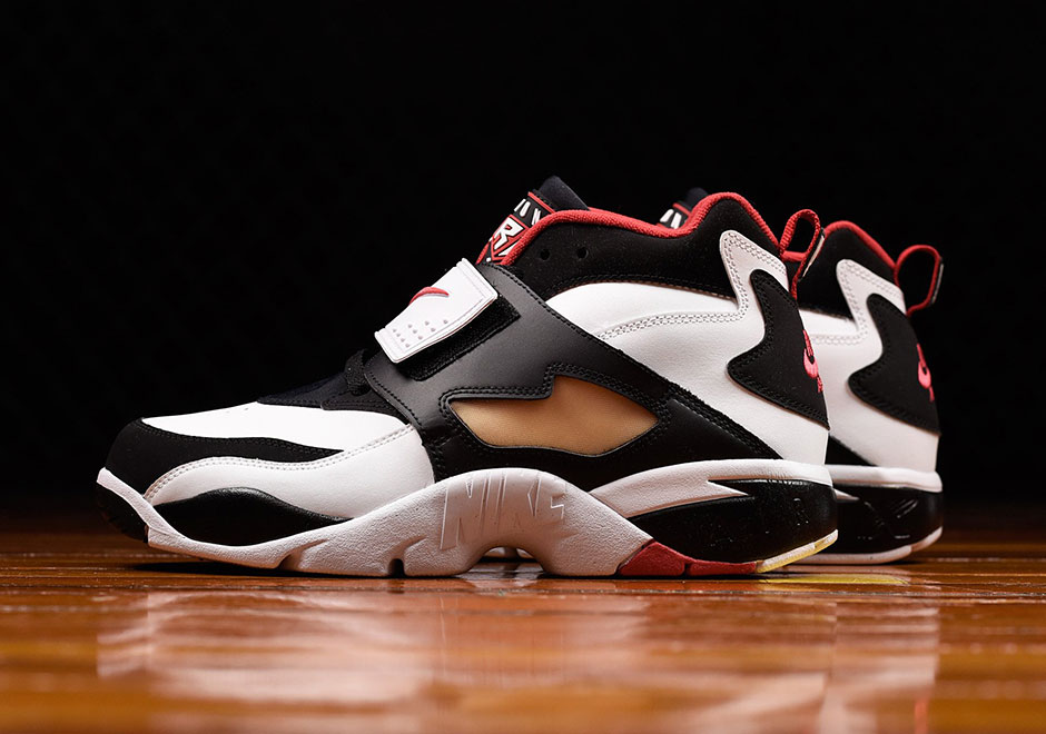 online store ba550 77308 Fans of classic Nike training models are getting a pleasant surprise this  spring with the return of the first Diamond Turf from 1994.