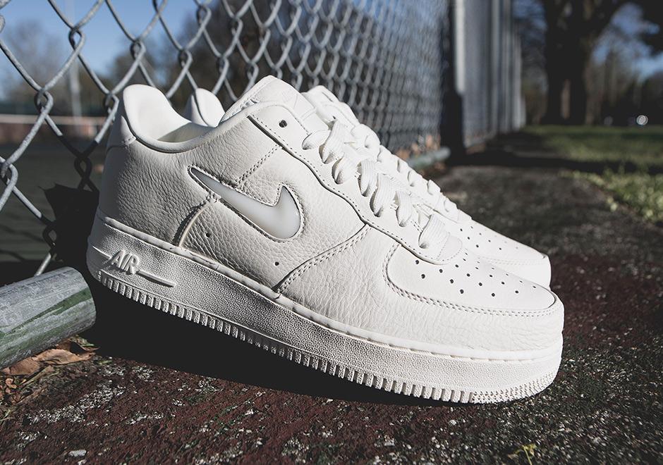 big sale 7b17c abccb Nike Air Force 1 Jewel Silt Red 941912-600 | SneakerNews.com