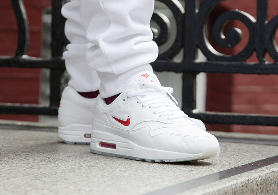 nike air max jewell red white
