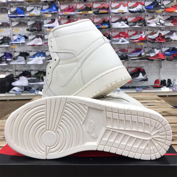 best loved 49cd4 5d923 Air Jordan 1 Retro High OG 555088-114   SneakerNews.com