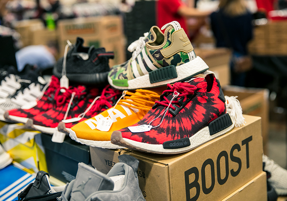 ... experience the best sneaker buy/sell/trade show on the planet. See what  went down in Chicago, and stay tuned for the Sneaker Con taking place in  Dallas, ...