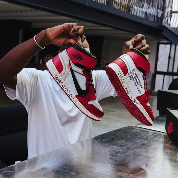 f5c240885700 Virgil Abloh Customizes OFF WHITE x Air Jordan 1 For Michael Jordan ...