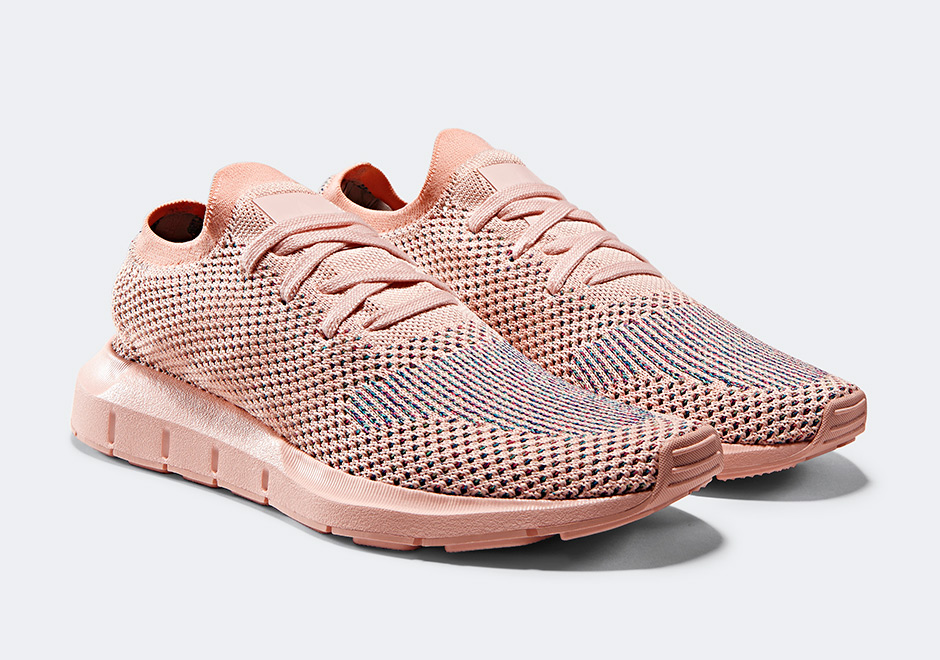 adidas originals swift run primeknit trainers in pale pink