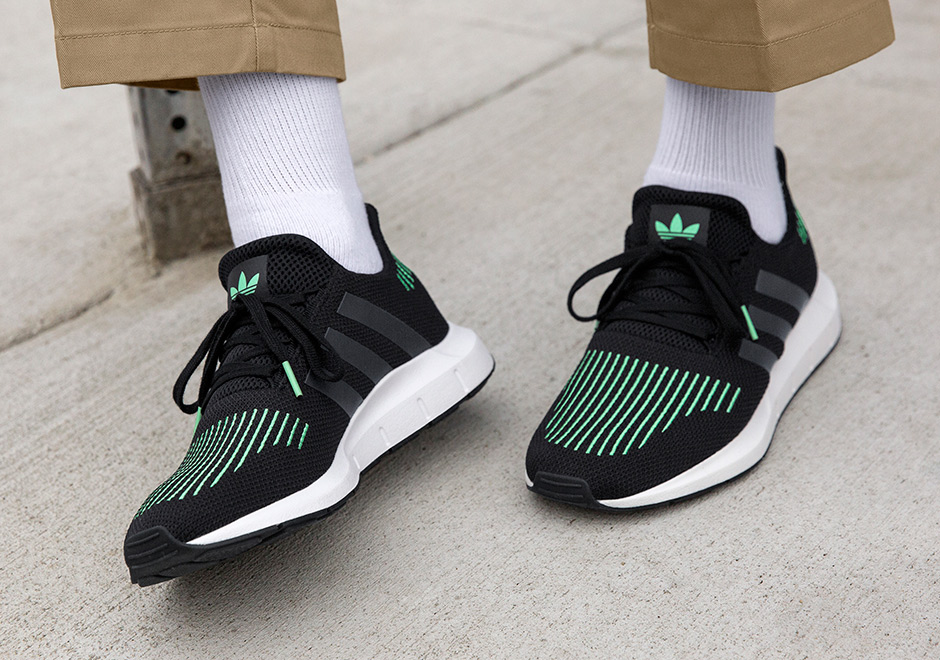 adidas OriginalsSWIFT RUN - Trainers - green Nfx7DDnAYL