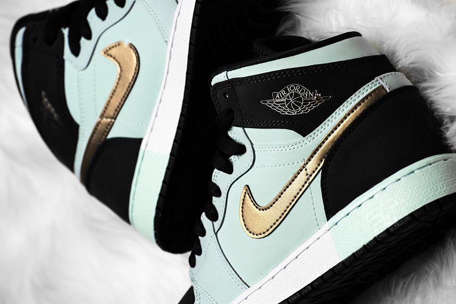 "Air Jordan 1 GG ""Mint Foam"" AVAILABLE ON Nike.com. AVAILABLE ON Sneaker  Politics  95. Color  Mint Foam Metallic Gold-Black Style Code  332148-300 2cd8bb679a"