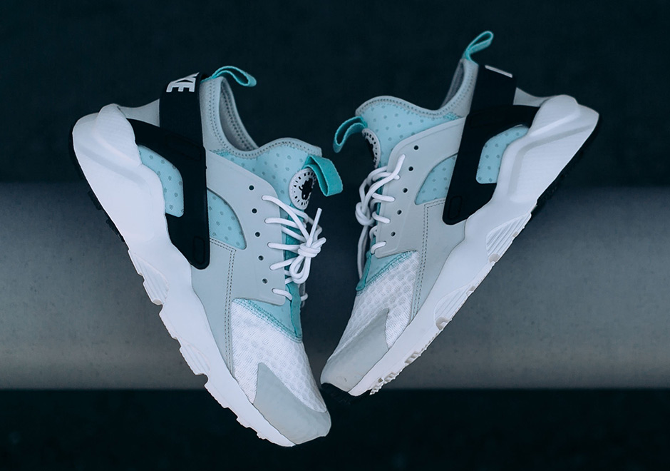 watch 344b4 9e7c0 Nike Huarache retro madness back in 2013 and 2014, but Nike Sportswear is  still making Tinker Hatfields 1991 classic a relevant model through modern  ...