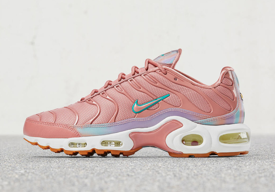 buy popular 5ef9a 52be3 Nike WMNS Air Max Plus Release Date August 11th, 2017 160 3 Colorways  Available
