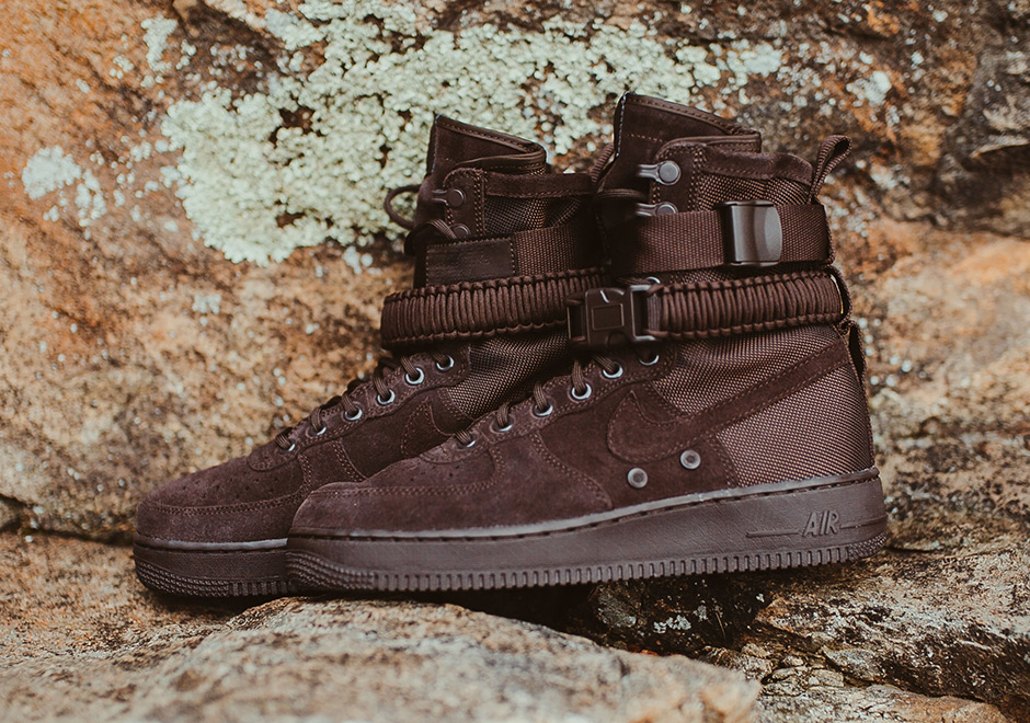 The new mid-top version of the Nike SF-AF1 has been getting most of the  attention lately a6f88e803