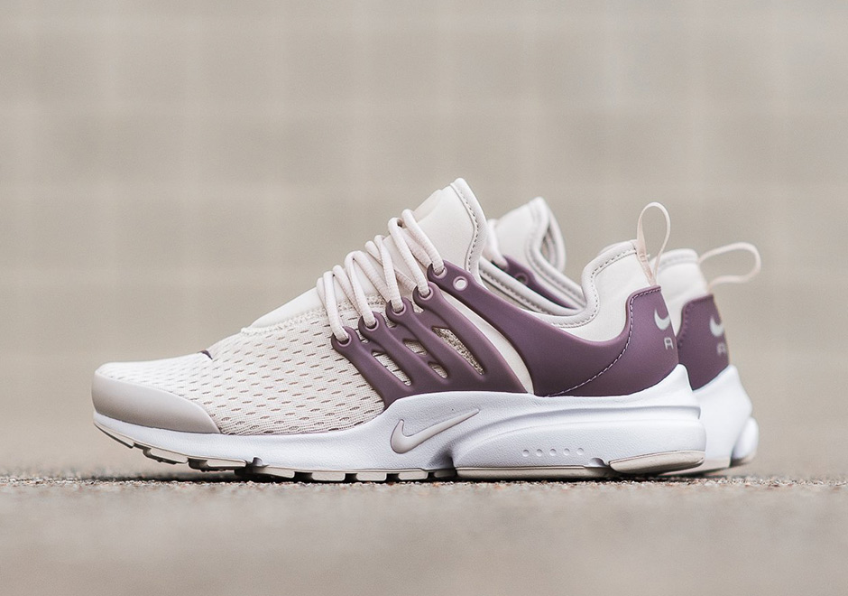Nike womens running shoes black pink