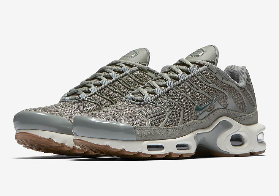 25e0ffa9bf ... Nike WMNS Air Max Plus Olive Gum 605112-053 SneakerNews.com Nike air  max plus tn tuned 1 gs dark stucco total ...