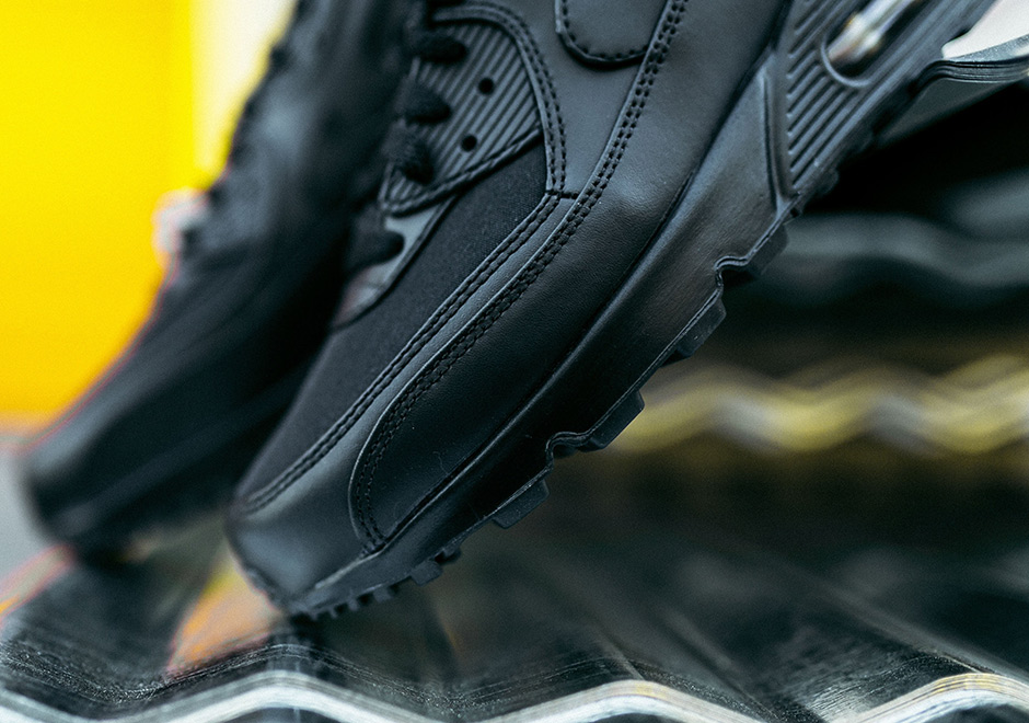 Nike Air Max 90 Black and Gold Black Friday Release Info