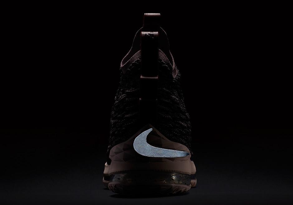90351235d5ef7 Nike LeBron 15