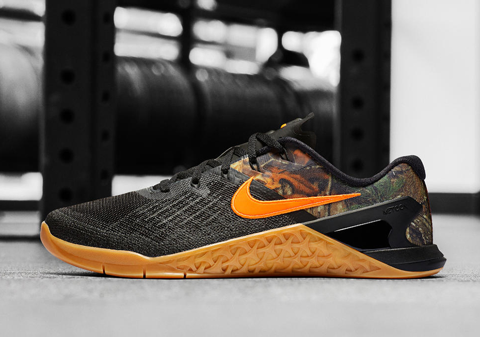 The Nike MetCon 3 is releasing in a RealTree Camo colorway that harkens  back to the original colorway of the MetCon 1. This Training shoe is sure  to stand ...