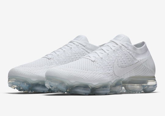 "Nike Vapormax ""White Christmas"" Set To Release Days Before The Holiday"