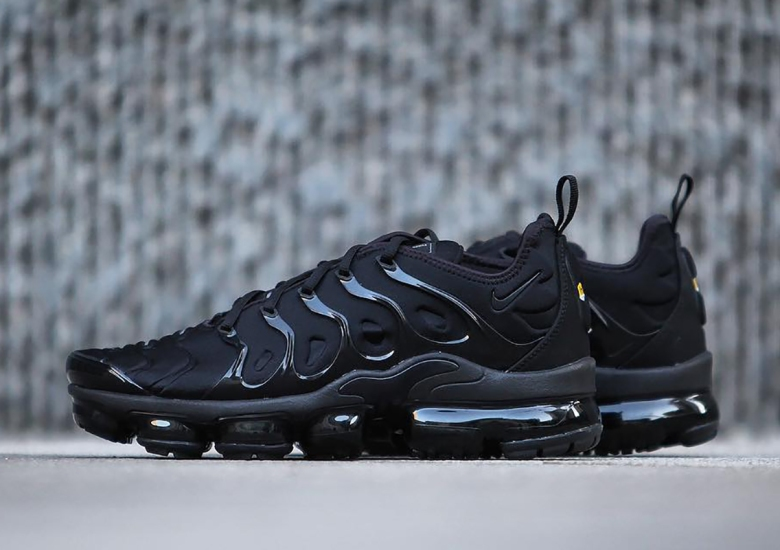 "73a1a3401ddf8 Detailed Look At The Nike Vapormax Plus ""Triple Black"""