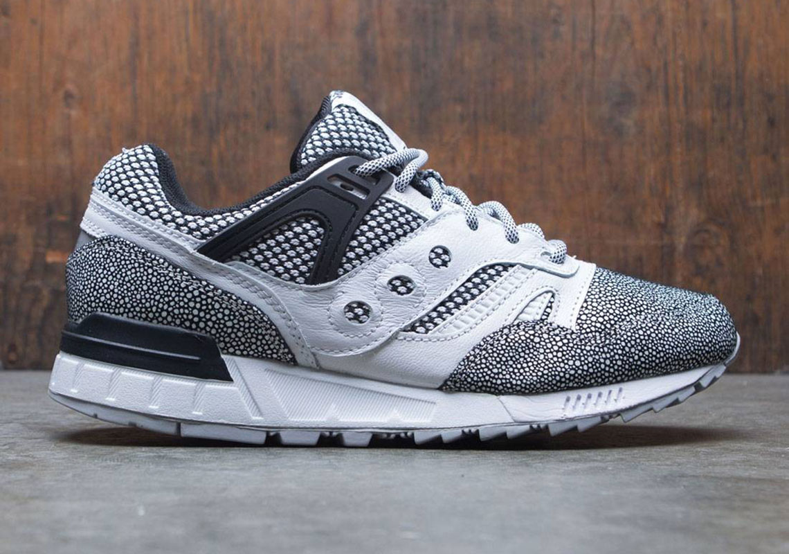 The Saucony Grid SD Appears In Stingray Detailing