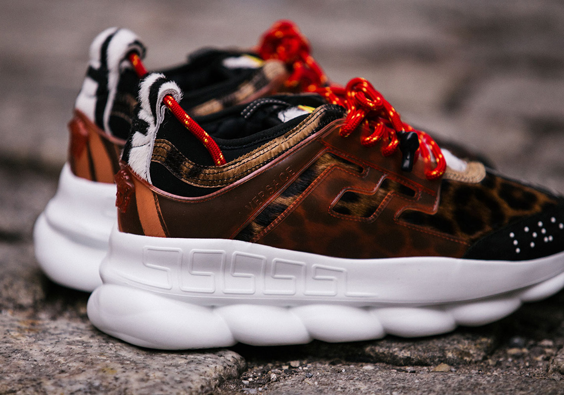 9854415f22530e 2Chainz Versace Chain Reaction Shoe - Detailed Photos