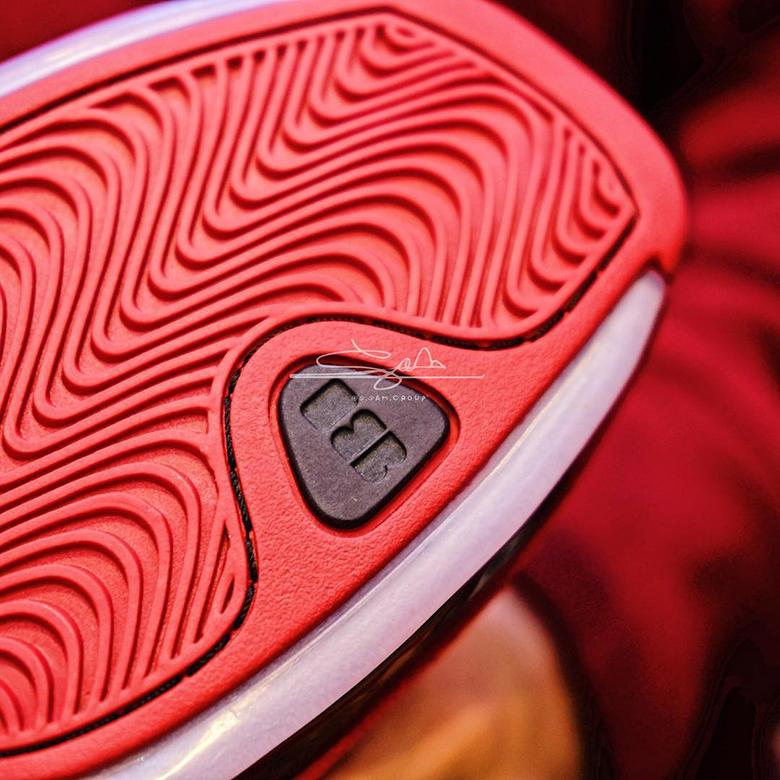 07c3d92ef4d Detailed Look Air Jordan 18