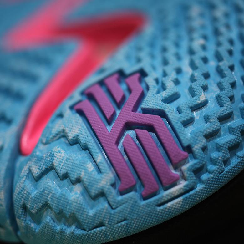 timeless design d0b1b 0c90f Nike Kyrie 4