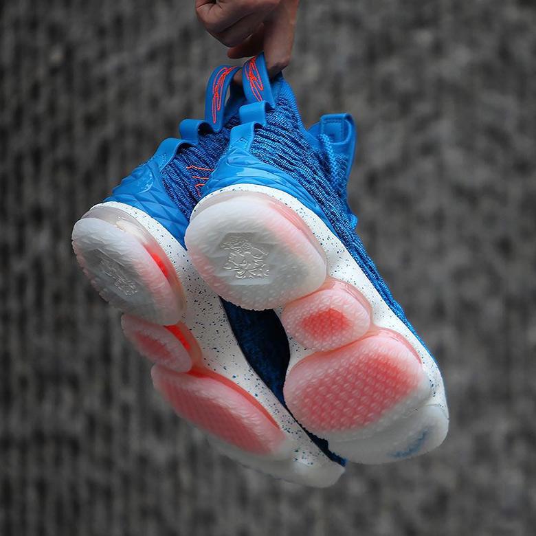 Nike LeBron 15 \