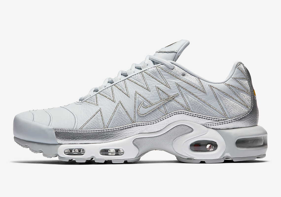 the latest 4a961 77db6 The Nike Air Max Plus With Zig Zag Uppers Is Dropping In Grey