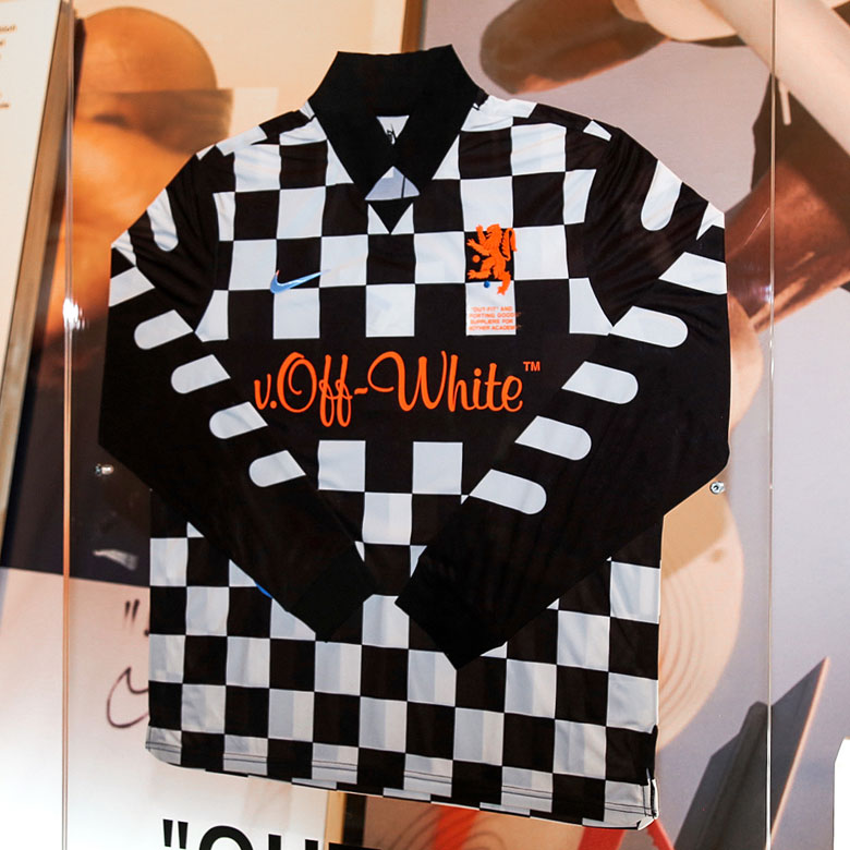 OFF WHITE x Nike Vapormax Orange First Look  