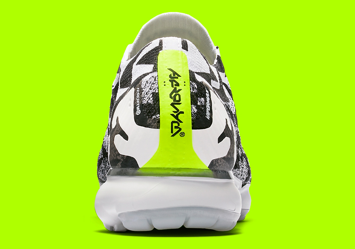pretty nice e716f fdd8d Official Images Of The ACRONYM x Nike Vapormax Moc